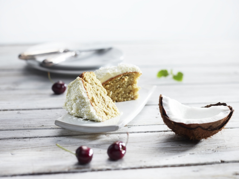 The smarter difference: Half the calories, 80% fewer carbs and half the fat of regular coconut cake Serves: 10 - Time to prepare: 10 min. Time to cook: 30 min Preparation: Easy Free From: Sugar, Gluten, Wheat, and Egg if egg replacer is used. Suitable for Diets: Diabetics and Coeliacs Suitable for Lifestyles: Low carb, Sugar free, Vegetarian, Vegan, Low fat. Allergens (Contains): Sesame. Beneficial Nutrition: Low-Carb, Sugar-Free and Gluten-Free Sukrin Products: Cake Mix. #sukrinuk #byebyesugar #glutenfree #weightloss #healthy #diet #baking #cakemix #recipe #cake