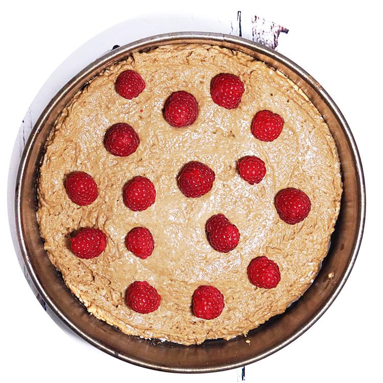 sukrin-cake-mix-raspberry-cake-bake.jpg