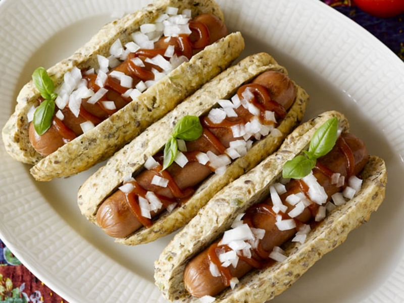 The smarter difference: 35% less calories, 88% less carbs and 6 x the fibre of regular hot dog rolls Serves: 6 - Time to prepare: 10 min. Time to cook: 45 min Preparation: Easy Free From: Sugar, Gluten, Wheat, Egg, Yeast and Soya Suitable for Diets: Diabetics and Coeliacs Suitable for Lifestyles: Low carb, Sugar Free, Vegan. Allergens (Contains): Sesame Beneficial Nutrition: 2.5g carbs per roll - 21% Fibre Sukrin Products: Chia & Hemp Bread Mix