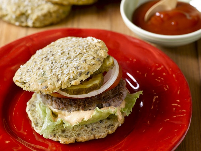 The smarter difference:35% less calories, 88% less carbs and 6 x the fibre of regular burger buns Serves:6-Time to prepare: 5min. Time to cook: 15minPreparation:Easy Free From:Sugar, Gluten, Wheat, Yeast and Soya Suitable for Diets:Diabetics and Coeliacs Suitable for Lifestyles:Low-carb, Sugar-free, Vegetarian. Allergens (Contains):Sesame, egg and whey protein. Beneficial Nutrition:Low-Carb, High-Protein and Gluten-Free Sukrin Products:Bread Mix. #sukrinuk #onecarb #lowcarb #glutenfree #healthy #diet #nutrition #breadmix #bread #recipe