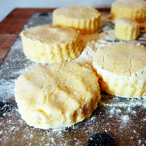 sukrin-low-carb-scones-with-fibrefine-prepare.jpg