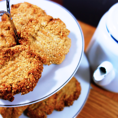 sukrin-low-carb-oat-biscuits-with-sukrin-gold-enjoy.jpg