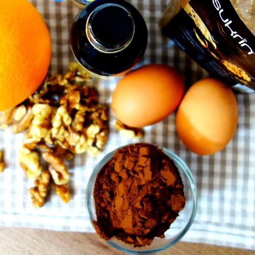 sukrin-healthy-chocolate-cake-with-sukrin-gold-prepare.jpg