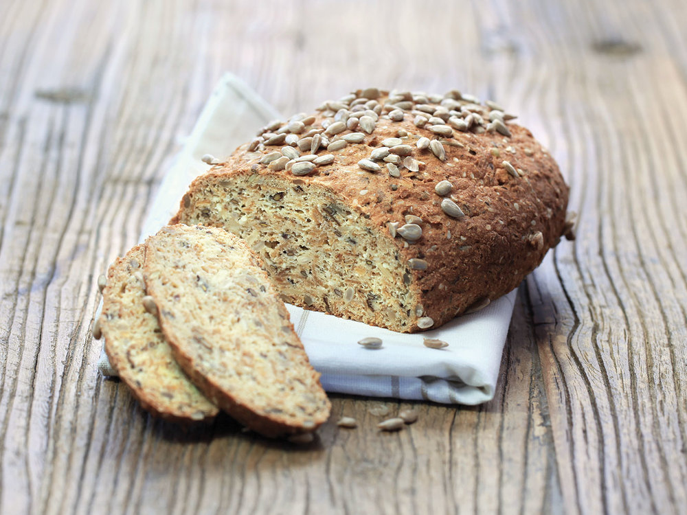The smarter difference: 35% less calories, 88% less carbs and 3 x the fibre of regular seedy bread Serves: 420g loaf Time to prepare: 5 min. Time to cook: 80 min Preparation: Easy Free From: Sugar, Gluten, Wheat, Egg, Yeast and Soya Suitable for Diets: Diabetics and Coeliacs Suitable for Lifestyles: Low carb, Sugar free, Vegetarian. Allergens (Contains): Sesame and Whey protein. Beneficial Nutrition: Low-Carb, Low-Sugar and Gluten-Free Sukrin Products: Bread Mix. #sukrin #sukrinUK #lowcarb #glutenfree #freefrom #sugarfree #healthyeating #baking #nutrition #celiac #fastdiet #diet #wellbeing.