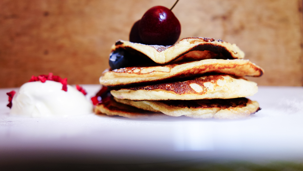 The smarter difference: 20% less calories and half the carbs of regular American style pancakes Serves: 4 to 6 Time to prepare: 10 mins Time to cook: 15 mins Preparation: Easy Free From: Sugar, Gluten, Wheat, Yeast and Soya Suitable for Diets: Coeliacs and Diabetics Suitable for Lifestyles: Sugar-Free, Low-Carb and Vegetarian   Allergens (Contains): Eggs Beneficial Nutrition: Low-Carb and High-Protein Sukrin Products: Sukrin:1, Fibrefine and Almond Flour #sukrinuk #byebyesugar #eatsmart #healthy #diet #nutrition #protein #almondflour #breakfast #recipe
