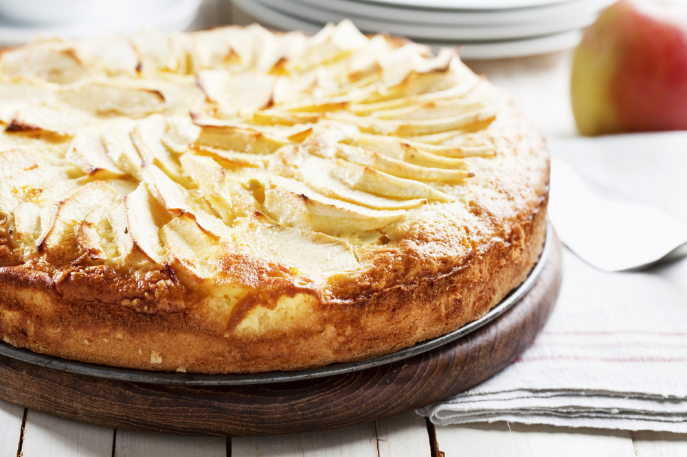 The smarter difference:32% less calories and 40% less carbs than regular apple pie Serves:8Time to prepare:15minsTime to cook:50 minsPreparation:Easy Free From:Sugar, Gluten, Wheat, Yeastand Soya Suitable for Diets:Coeliacs and Diabetics Suitable for Lifestyles:Low-Carb, LCHFandVegetarian  Allergens (Contains):Eggs and Dairy Beneficial Nutrition:High-Protein Sukrin Products:Almond Flour andSukrin Gold #eatsmart #sukrinuk #healthyeating #wholefood #protein #healthy #food #cook #bake #cake #recipe #applepie