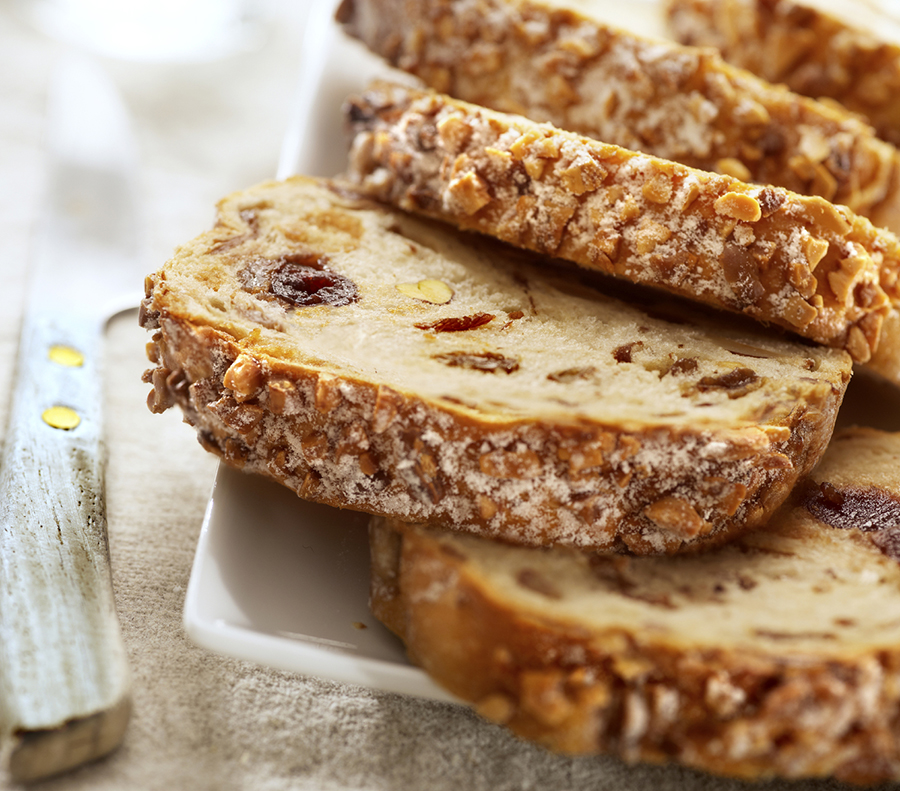 The smarter difference:16% less calories and 34% less carbs that regular fruit loaf Serves:8Time to prepare:10 minsTime to cook:1hPreparation:Easy Free From:Sugar, Gluten, Wheat, Yeastand Soya Suitable for Diets:Coeliacs Suitable for Lifestyles:Sugar-Free, PaleoandVegetarian  Allergens (Contains):Eggs and Sesame Beneficial Nutrition:Low-Carb and High-Protein Sukrin Products:Sukrin Gold, Sesame Flour and Almond Flour #byebyesugar#sukrinuk #healthyeating #wholefood #protein #health #food #cook #bake #recipe #nutrition #cake