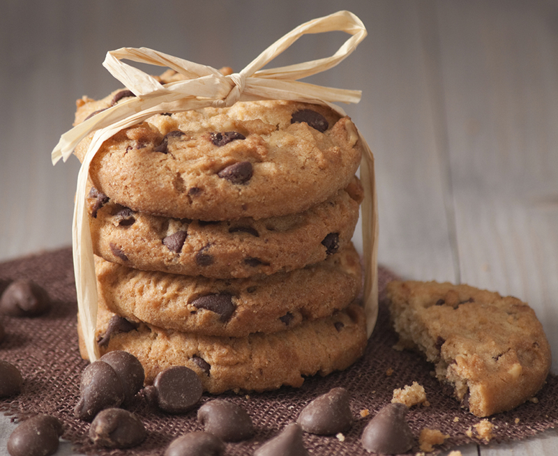 The smarter difference:50% less calories and 63% less carbs than regular choc chip cookies Serves:12Time to prepare:10 mins + 2hrs rsting Time to cook:9-11minsPreparation:Easy Free From:Gluten, Wheat, Yeastand Soya Suitable for Diets:Coeliacs and Diabetics Suitable for Lifestyles:Low-Sugar, Low-CarbandVegetarian  Allergens (Contains):Eggs Beneficial Nutrition:Sugar-Free and Gluten-Free Sukrin Products:Sukrin Gold #byebysugar#sukrinuk #eatsmart #healthy #diet #nutrition #recipe #cookie #chocolate