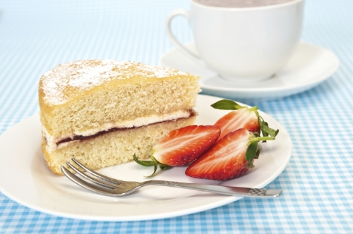 The smarter difference:40% less calories and half the carbs of regular Victoria Sponge Serves:8Time to prepare:15minsTime to cook:25minsPreparation:Easy Free From:Sugar, Gluten, Wheat, Yeastand Dairy Suitable for Diets:Coeliacs and Diabetics Suitable for Lifestyles:Sugar-Free, Low-CarbandVegetarian  Allergens (Contains):Eggs Beneficial Nutrition:Sugar-Free Sukrin Products:Sukrin:1andFibrefine #byebyesugar#sukrinuk #glutenfree #weightloss #healthy #diet #cake #recipe #baking
