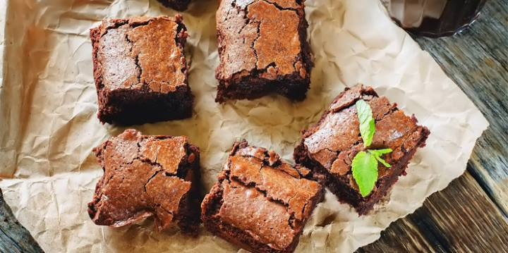 The smarter difference: 47% less calories, 71% less cars and 94% more protein than regular brownies Serves: 9Time to prepare:15 mins Time to cook:30-35Preparation:Easy Free From:Sugar, Gluten, Egg, Wheat, Yeast, Dairy and Soya Suitable for Diets:Coeliacs and Diabetics Suitable for Lifestyles:Sugar-Free, Low-Carb, Dairy-Free,Paleo, High-Fibre, LCHF, keto, Vegan and Vegetarian Allergens (Contains): - Beneficial Nutrition:High-Protein, Sugar-Free & High in Fibre Sukrin Products:Sukrin Coconut Flour, Sesame Flour, Chia Flour, Sukrin :1, Nitri Nick Chocolate Stevia Drops, Nutri Nick Dark Chocolate