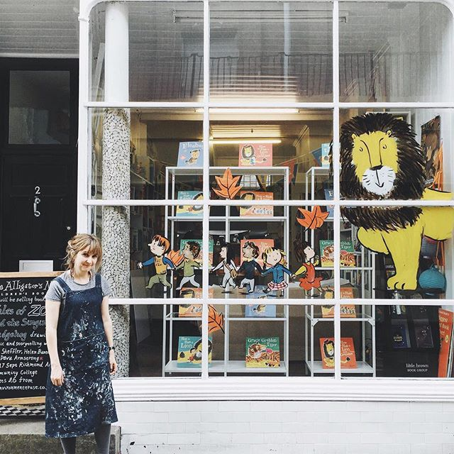 Look who visited our neck of the woods today! ✏️🦁 Thank you for a lovely last day at the bookshop @helenstephenslion, it would be great to tea, talk and Instagram again soon.  If you haven't read her sweet series of picture books, all about Iris and her hard to hide pet lion, then I thoroughly recommend you do! #howtohidealion