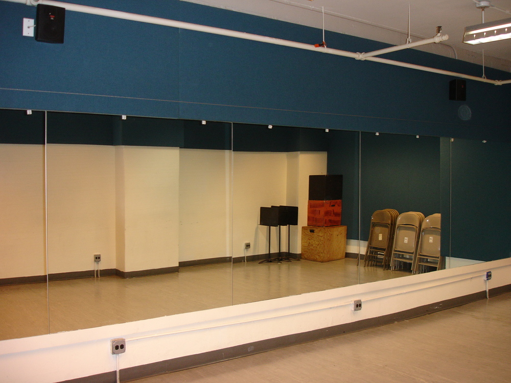 Studio five 26' x 15' ($25/hr)