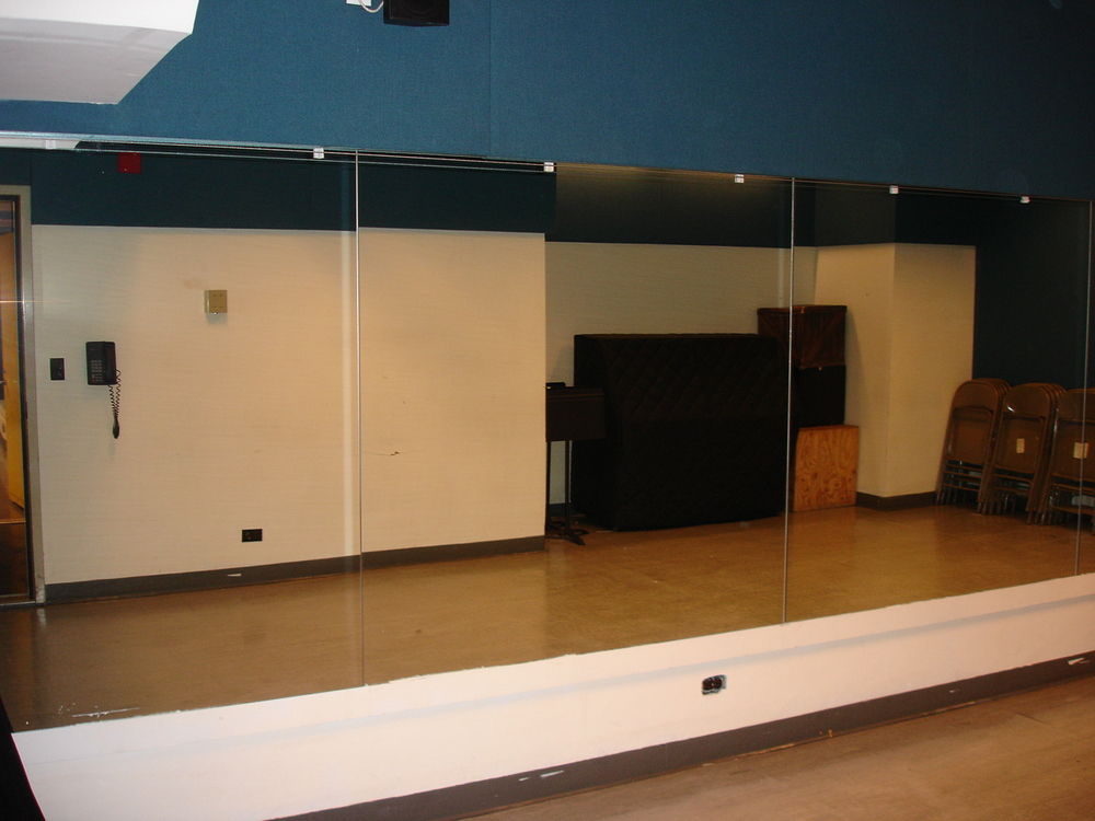 Studio six 26' x 11' ($22/hr)