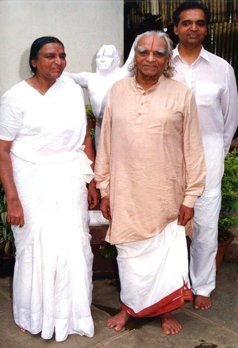 BKS Iyengar with his children Geeta and Prashant