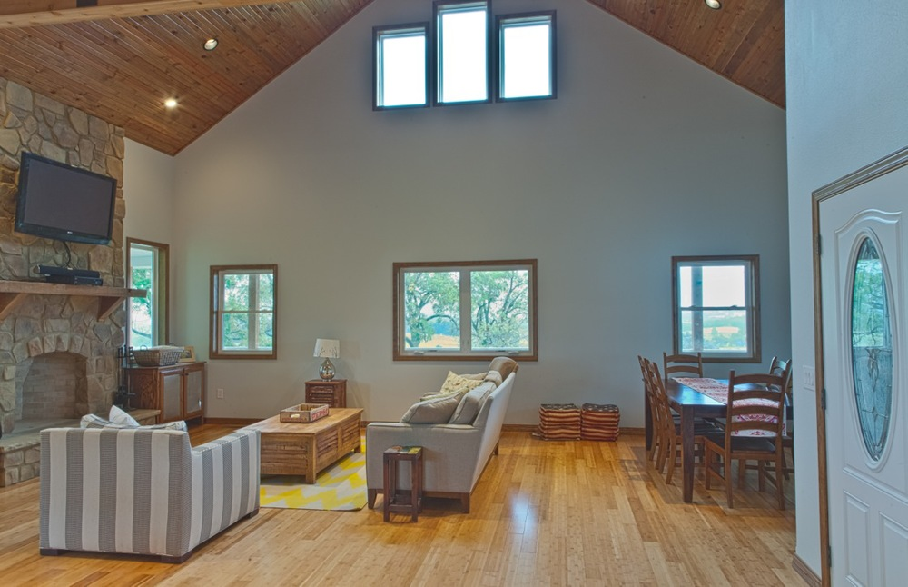 raychel-livingroom1.jpg