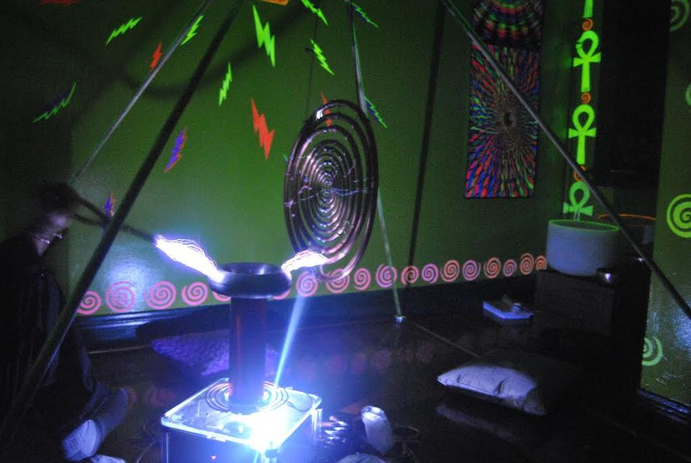 250,000-volthigh frequencyTesla coil in the Age of Eleven / Crystal Pyramid Room metaphysical center
