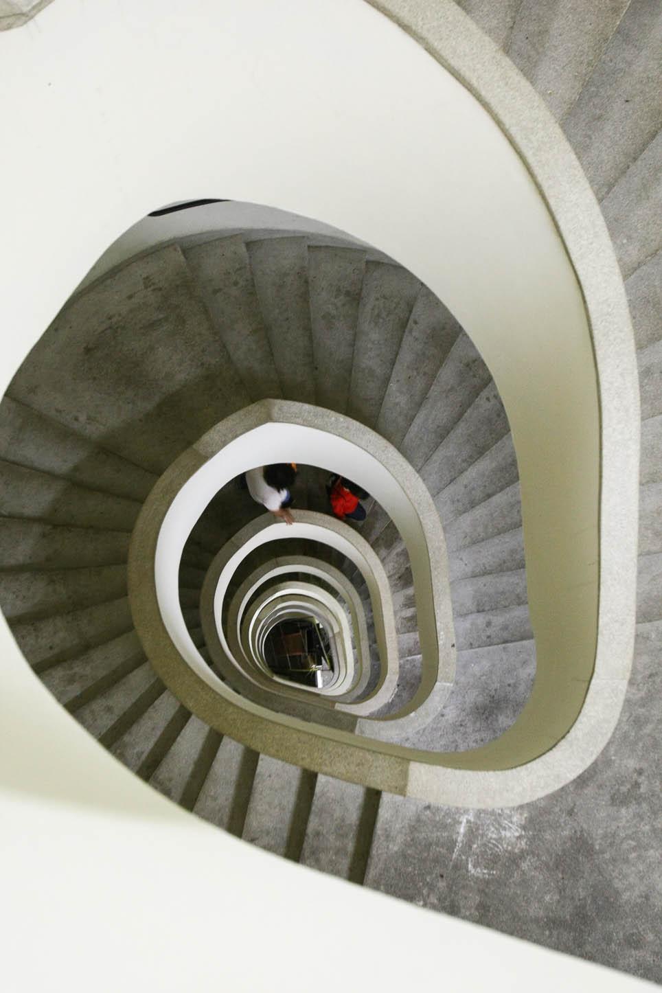 Escadaria de prédio no centro