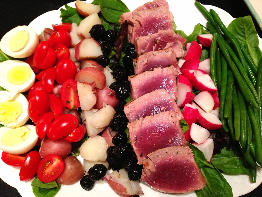 Niçoise salad with seared fresh tuna
