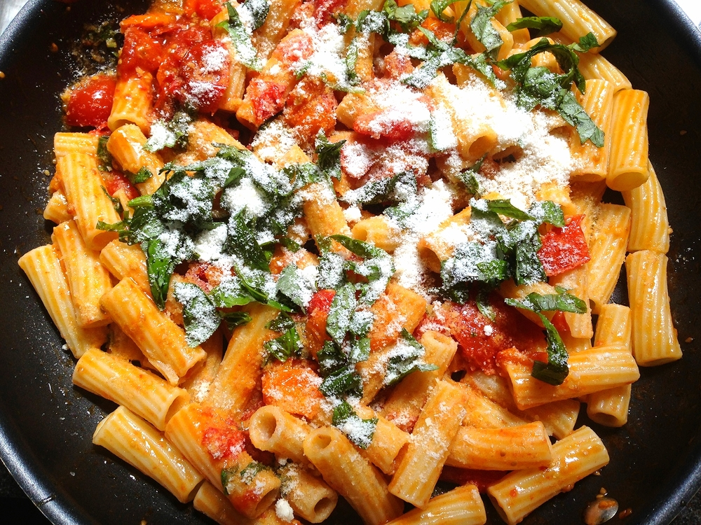 Rigatoni with fresh cherry tomato sauce