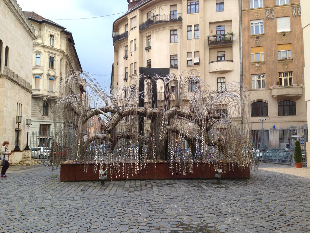 Holocaust memorial tree.JPG