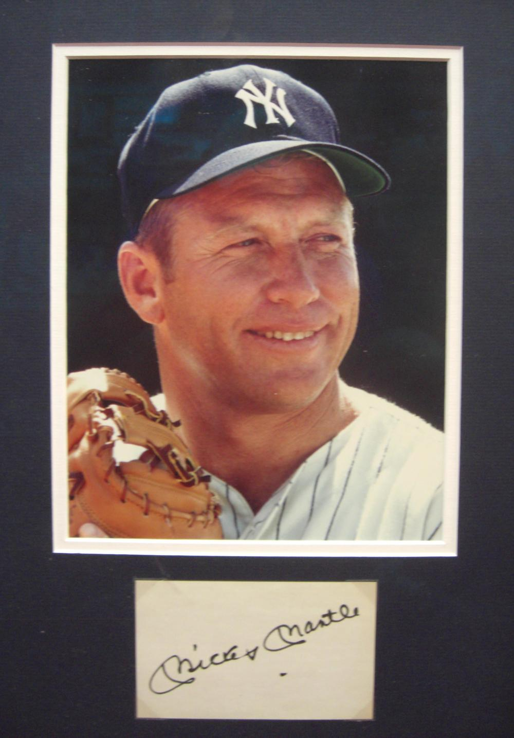 Mickey Mantle signed index card with Neil Leifer framed photo