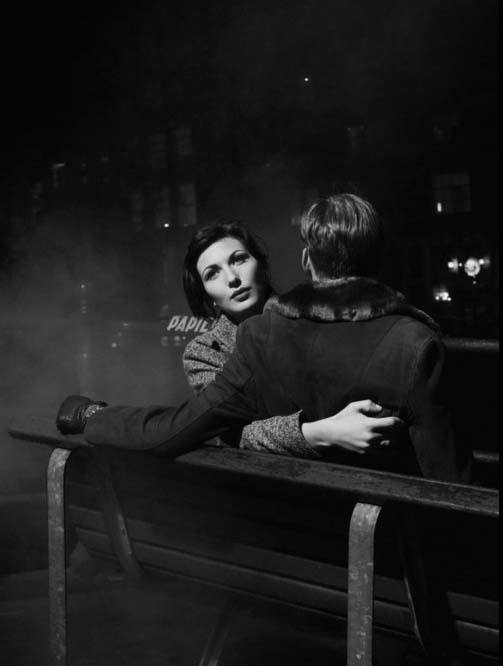 Couple on a bench (Paris) by Brassaï (pseudonym of Gyula Halász), 1932.jpg