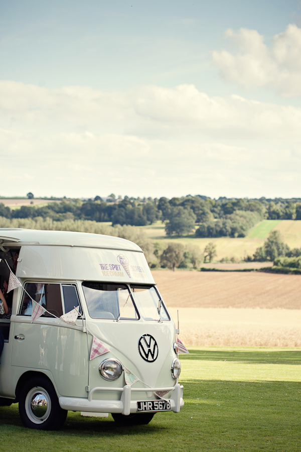 9600a-fun-magical-english-wedding-photos-by-marianne-taylor-26.jpg