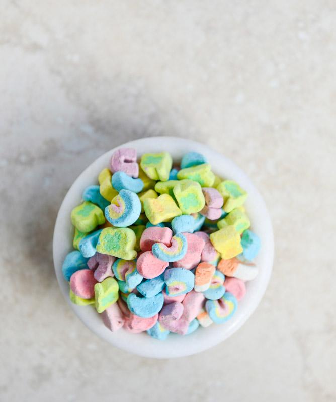 5ac88-lucky-charms-milkshake-i-howsweeteats-com-1-1.jpg