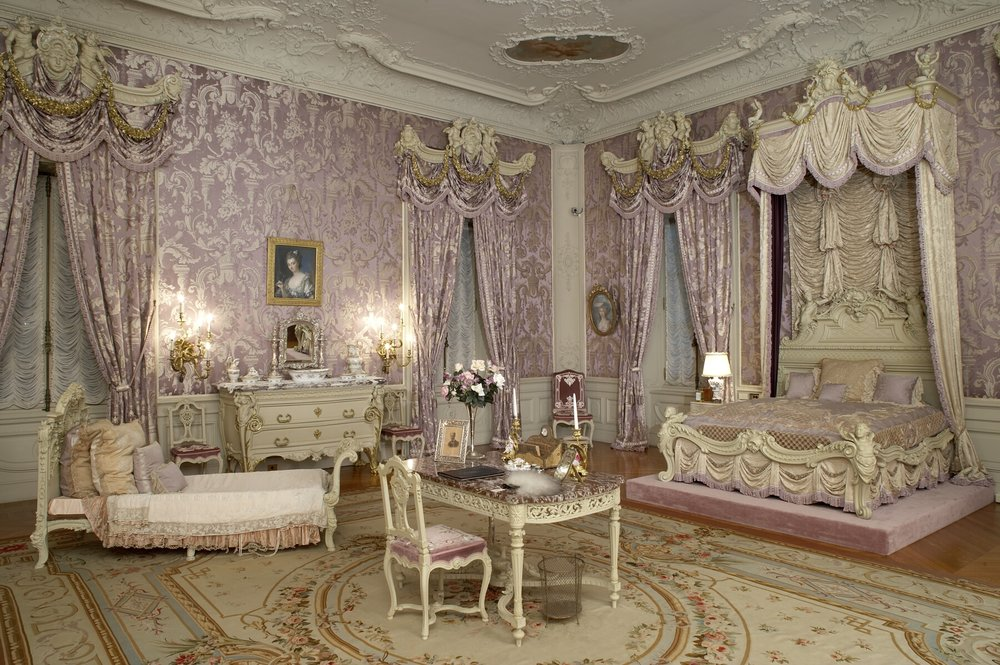 Marble-House-Alvas-bedroom.jpg
