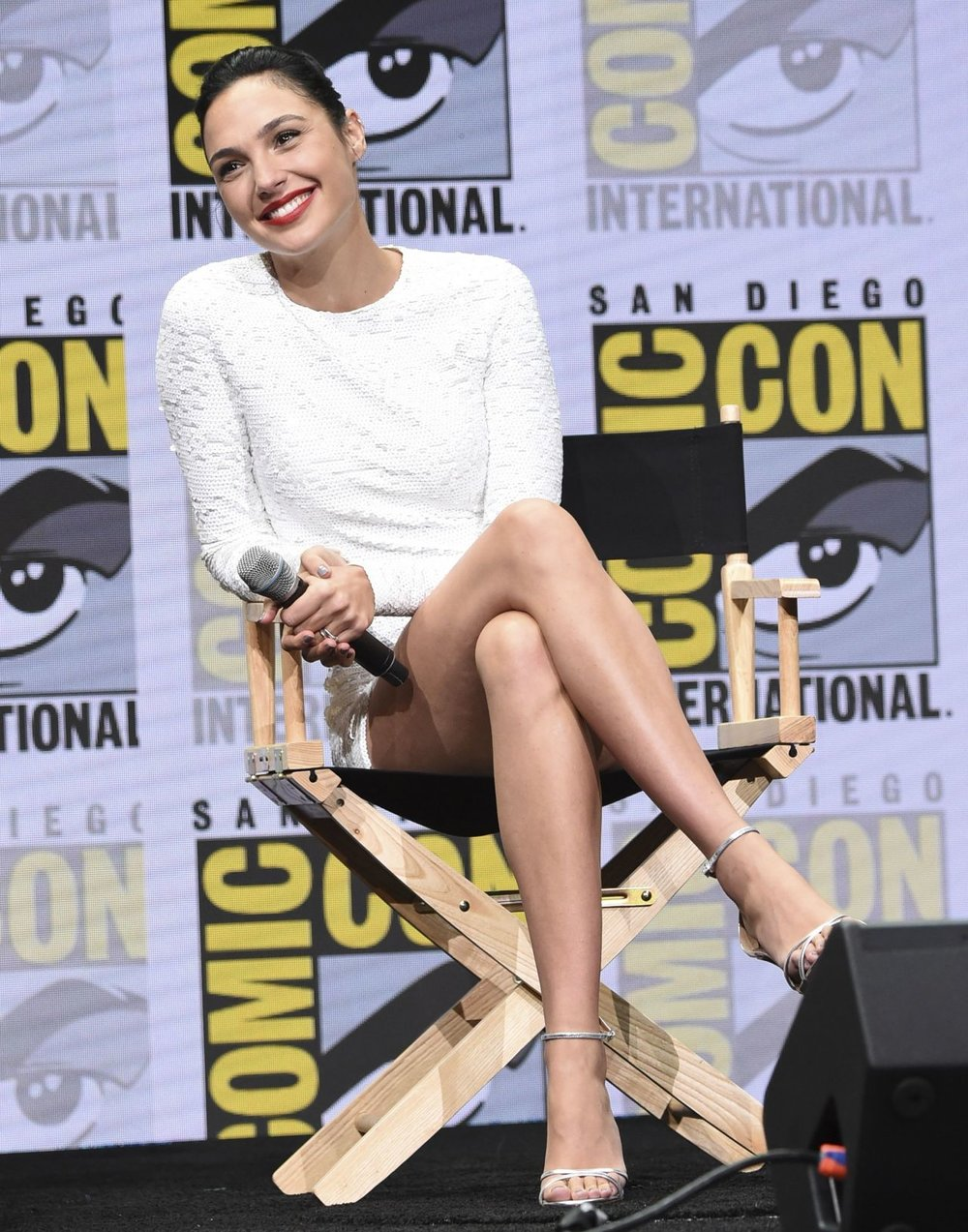 gal-gadot-warner-bros.-pictures-panel-at-comic-con-in-san-diego-07-22-2017-24.jpg