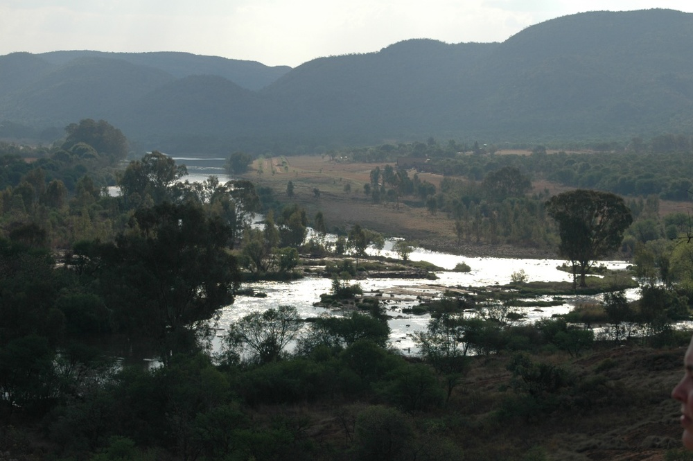 Vaal river at the Vredefort Meteor Impact Site. Photograph CC BY 2.0 Abri le Rou
