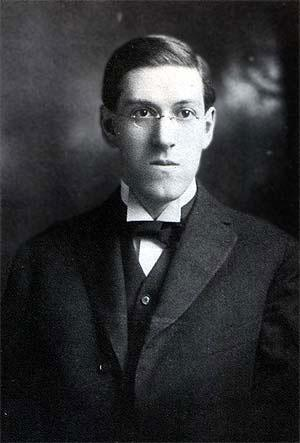 """Howard Phillips Lovecraft in 1915 (2)"" by Unknown - http://www.hplovecraft.com/life/gallery.asp?PhotoID=8. Licensed under Public Domain via Commons"