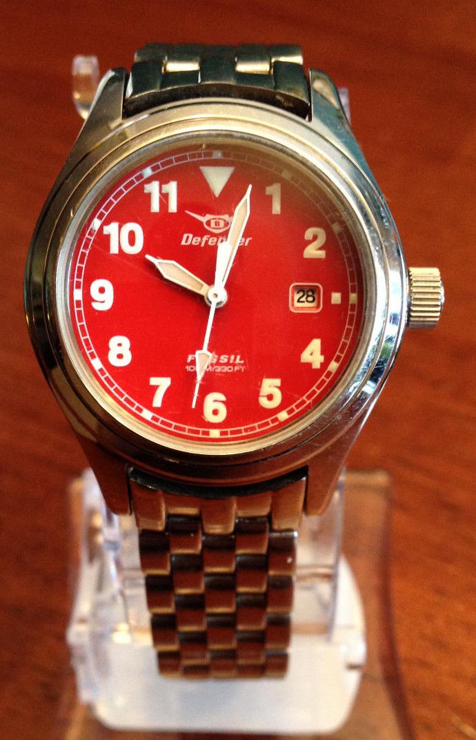 DF-1008 Women's Defender with Red Face, 14MM bracelet.