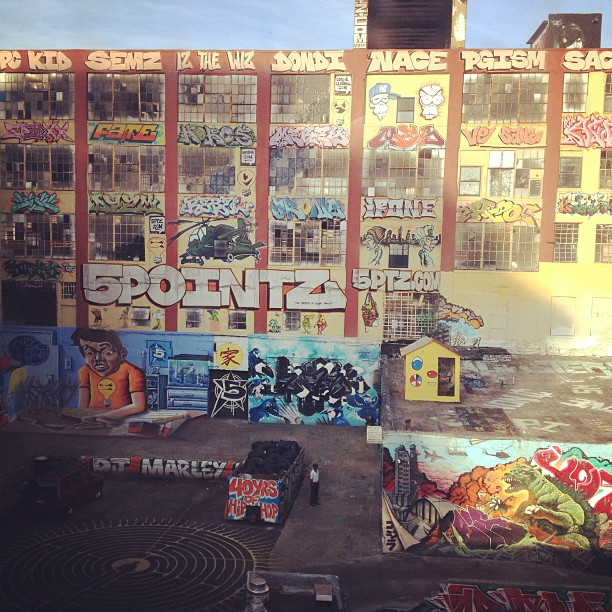 Morning commute #5pointz #LIC on my way to #NYNow #NYIGF #nyc  (at 5 Pointz)