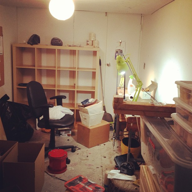 Wondering when I accumulated some much stuff in my studio…you can't even see my office behind me, help! #LIC here I come!! #movingdayblues  (at We Are Here Studio)