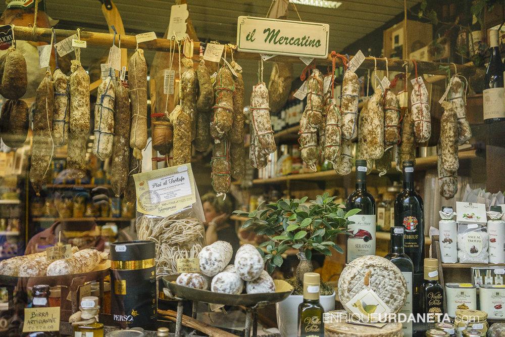 Lucca_Italy_by-Enrique-Urdaneta-20170616-15.jpg