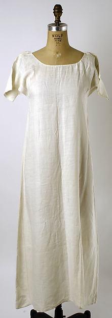 1780 - 1800 american linen chemise.jpg