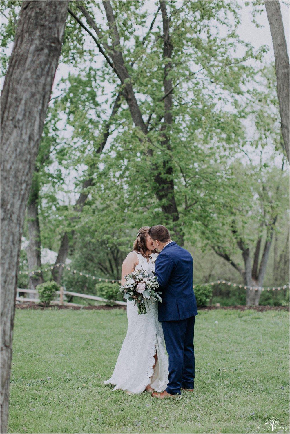 hazel-lining-travel-wedding-elopement-photography-abby-skyler-hunt-the-willis-house-york-pennsylvania-outdoor-estate-wedding_0028.jpg