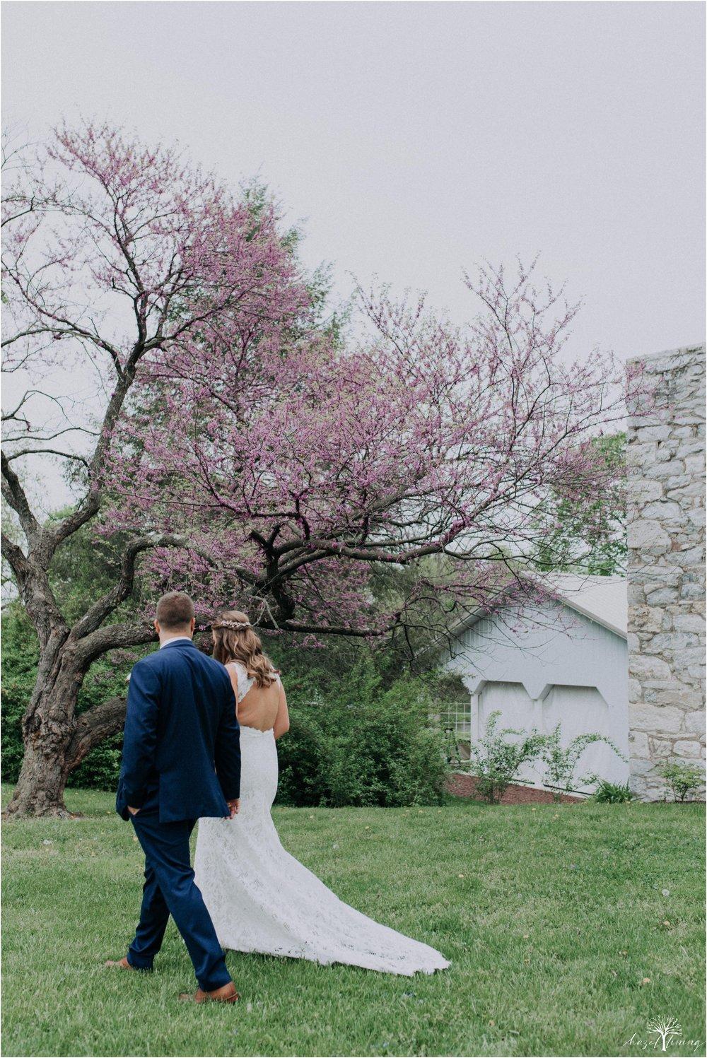 hazel-lining-travel-wedding-elopement-photography-abby-skyler-hunt-the-willis-house-york-pennsylvania-outdoor-estate-wedding_0029.jpg