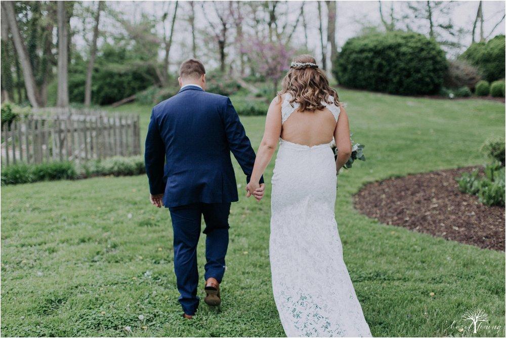 hazel-lining-travel-wedding-elopement-photography-abby-skyler-hunt-the-willis-house-york-pennsylvania-outdoor-estate-wedding_0030.jpg