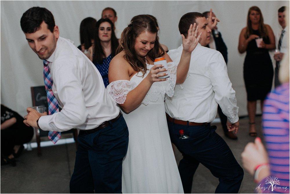 hazel-lining-travel-wedding-elopement-photography-abby-skyler-hunt-the-willis-house-york-pennsylvania-outdoor-estate-wedding_0148.jpg