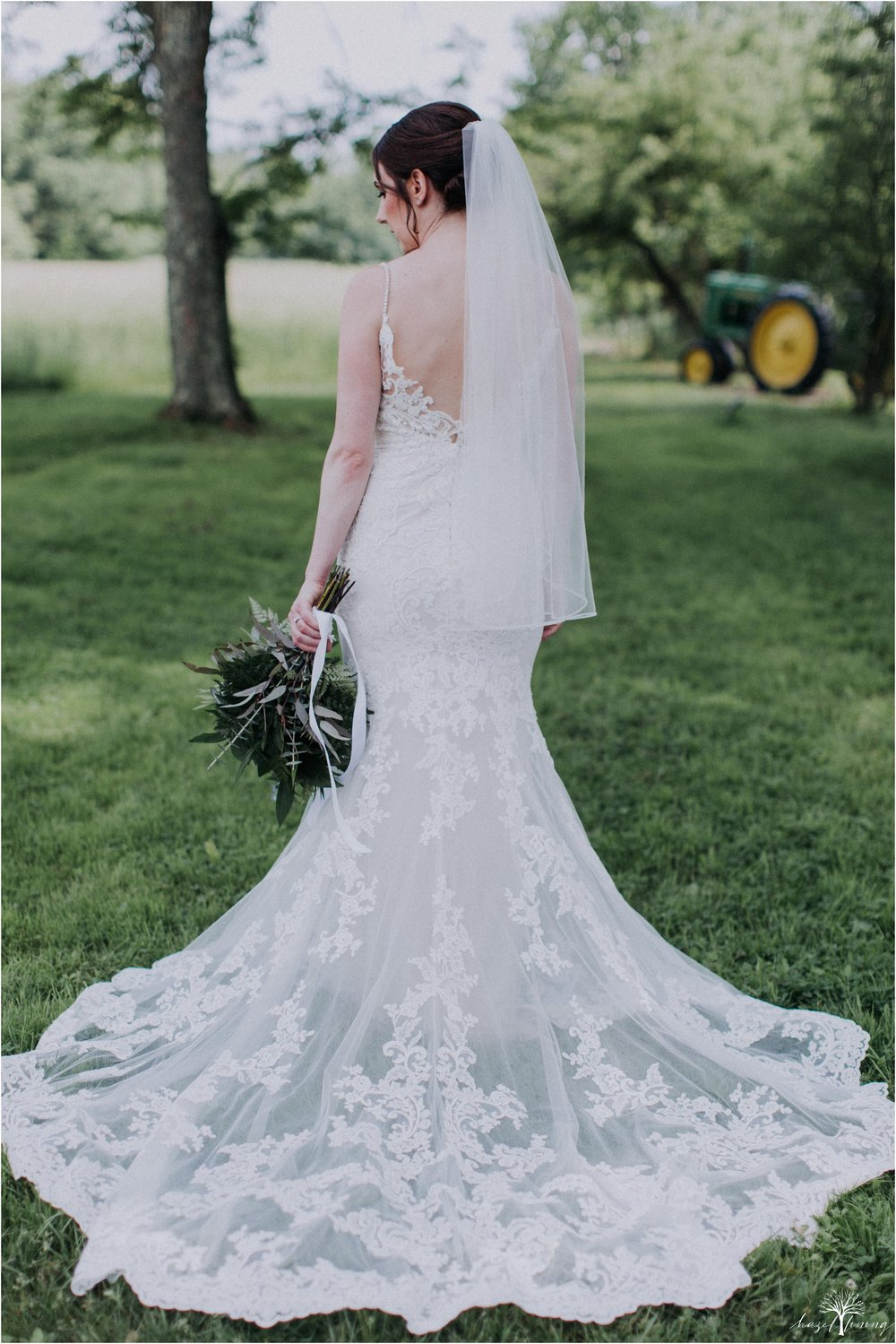 hazel-lining-travel-wedding-elopement-photography-lisa-landon-shoemaker-the-farm-bakery-and-events-bucks-county-quakertown-pennsylvania-summer-country-outdoor-farm-wedding_0020.jpg
