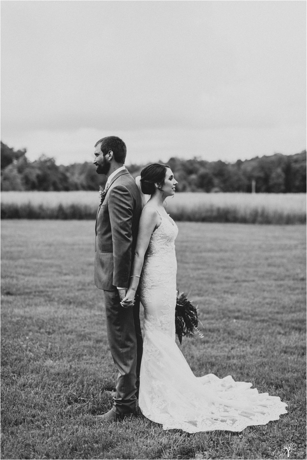 hazel-lining-travel-wedding-elopement-photography-lisa-landon-shoemaker-the-farm-bakery-and-events-bucks-county-quakertown-pennsylvania-summer-country-outdoor-farm-wedding_0092.jpg