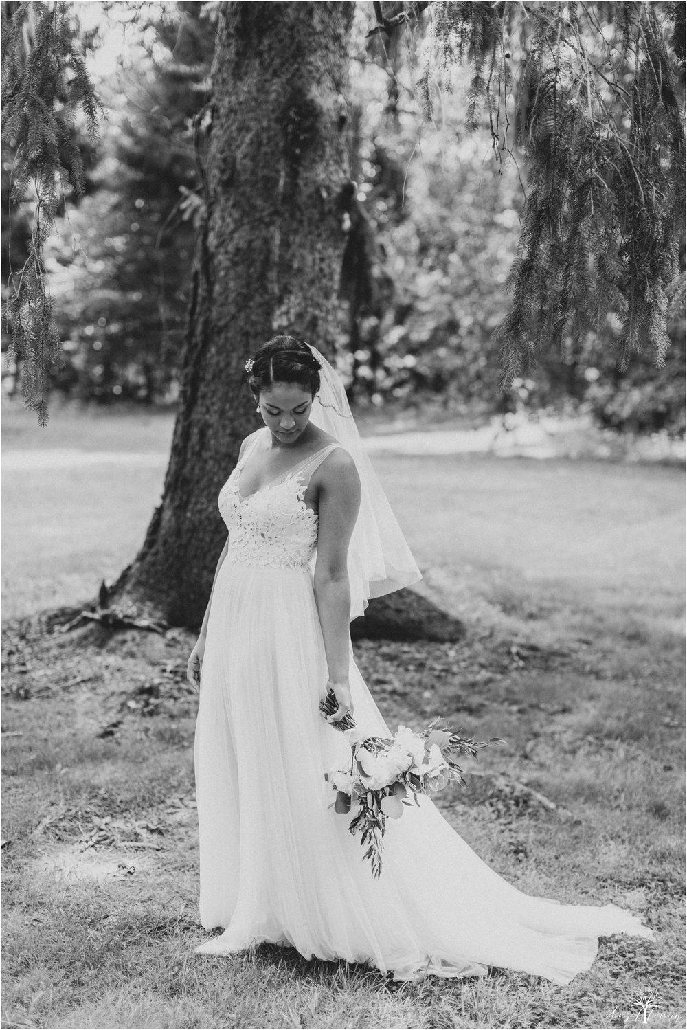 mariah-kreyling-samuel-sherratt-sherrattwiththeworld-peirce-farm-at-witch-hill-boston-massachusetts-wedding-photography-hazel-lining-travel-wedding-elopement-photography_0043.jpg