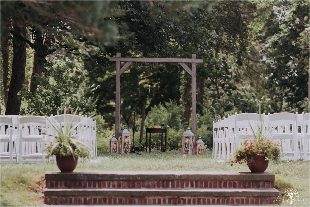 mariah-kreyling-samuel-sherratt-sherrattwiththeworld-peirce-farm-at-witch-hill-boston-massachusetts-wedding-photography-hazel-lining-travel-wedding-elopement-photography_0071.jpg