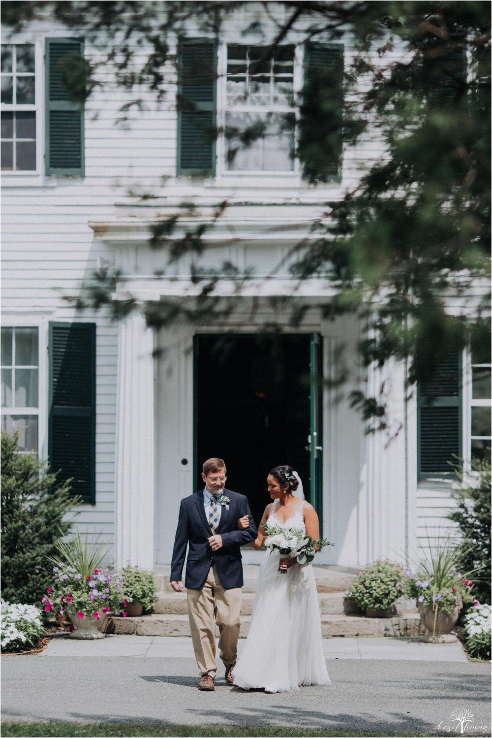 mariah-kreyling-samuel-sherratt-sherrattwiththeworld-peirce-farm-at-witch-hill-boston-massachusetts-wedding-photography-hazel-lining-travel-wedding-elopement-photography_0075.jpg