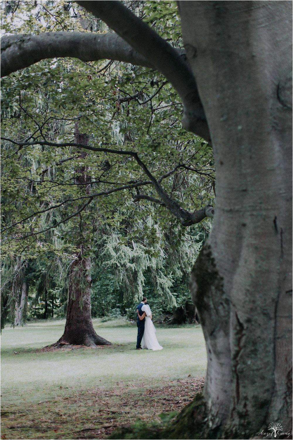 mariah-kreyling-samuel-sherratt-sherrattwiththeworld-peirce-farm-at-witch-hill-boston-massachusetts-wedding-photography-hazel-lining-travel-wedding-elopement-photography_0103.jpg