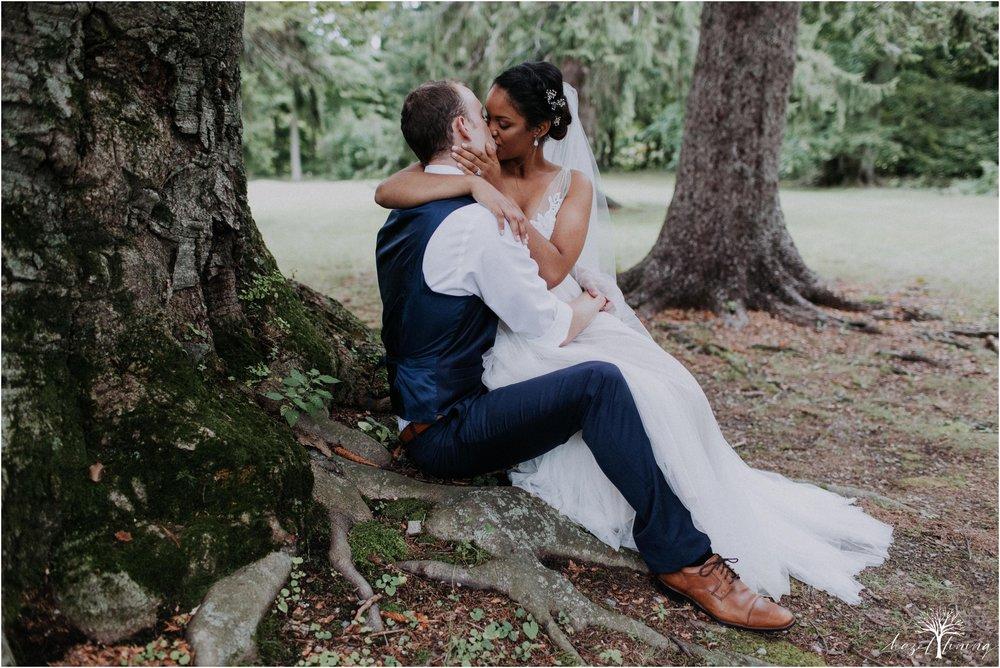 mariah-kreyling-samuel-sherratt-sherrattwiththeworld-peirce-farm-at-witch-hill-boston-massachusetts-wedding-photography-hazel-lining-travel-wedding-elopement-photography_0126.jpg