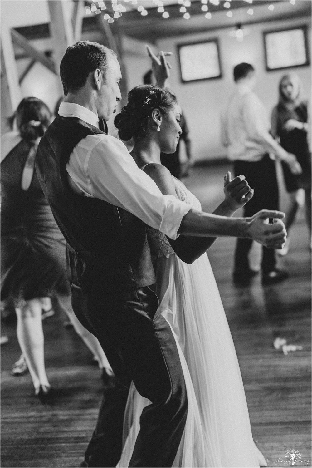 mariah-kreyling-samuel-sherratt-sherrattwiththeworld-peirce-farm-at-witch-hill-boston-massachusetts-wedding-photography-hazel-lining-travel-wedding-elopement-photography_0184.jpg