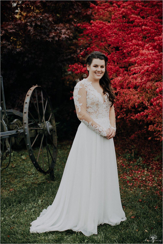 taylor-schloffer-zachary-onulack-la-massaria-at-bella-vista-fall-wedding_0110.jpg